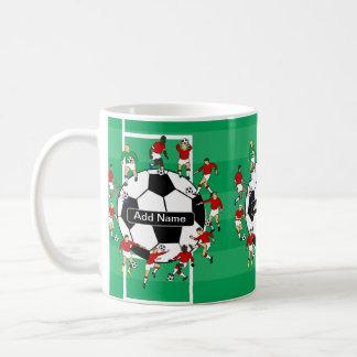 Bola y jugadores personalizados de fútbol taza básica blanca