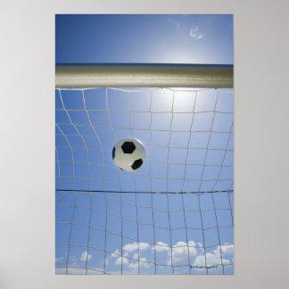 Bola y meta de fútbol póster