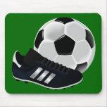 Bola y zapato de fútbol tapetes de ratón