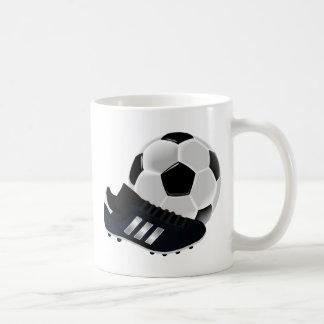 Bola y zapato de fútbol taza