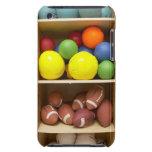 Bolas almacenadas en gabinete Case-Mate iPod touch carcasa