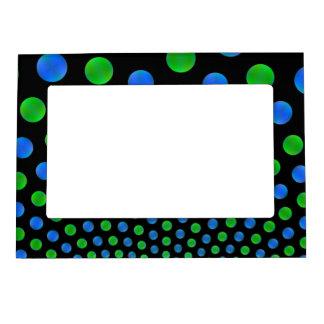 Bolas azules y verdes en un marco magnético negro  marcos magneticos
