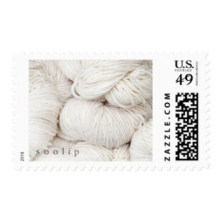 Bolas blancas del hilado de lanas franqueo