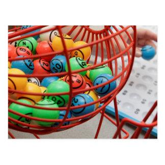 Bolas coloridas del bingo en hilandero