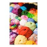 Bolas coloridas del hilado papeleria