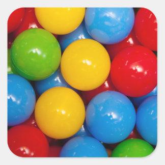 Bolas de patio coloridas pegatina cuadrada