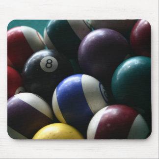 Bolas de piscina en mousepads de una tabla del bil tapete de raton