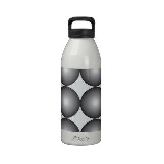 Bolas de plata y grises de alta tecnología botallas de agua