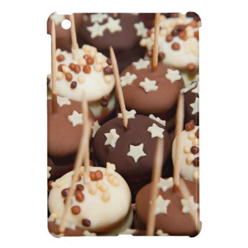 Bolas del chocolate y de la torta blanca