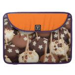Bolas del chocolate y de la torta blanca funda para macbooks