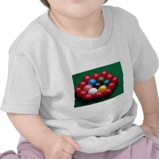 Bolas dispuestas en la tabla de billar camiseta