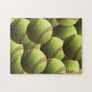 Bolas múltiples del softball amarillo acodadas rompecabeza con fotos