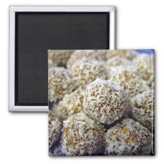 Bolas proteína-llenas deliciosas del coco iman de nevera