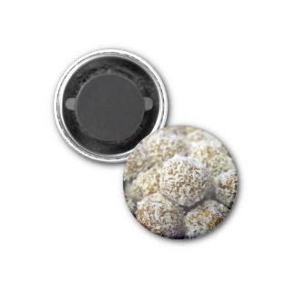 Bolas proteína-llenas deliciosas del coco imán de nevera