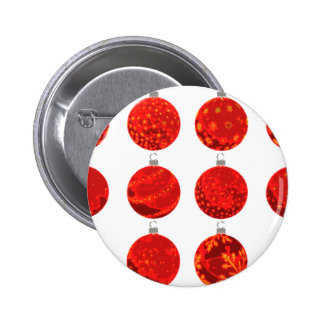 Bolas rojas del navidad en la ropa y los regalos pin redondo de 2 pulgadas
