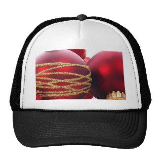 Bolas rojas del navidad gorro de camionero