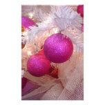 Bolas rosadas del navidad tarjeton