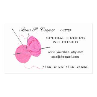 Bolas y agujas lindas rosadas del hilado del tarjetas de visita