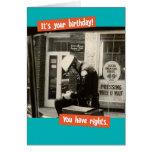 Boleto divertido del cumpleaños de la escritura de felicitaciones