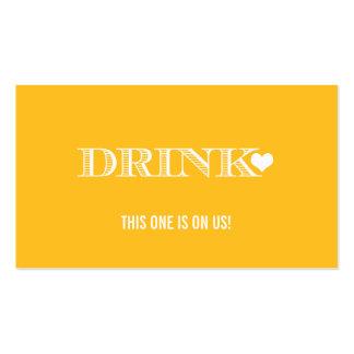 Boleto lindo de la bebida del boda del amarillo de plantilla de tarjeta personal