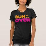 Bollo en la camiseta del horno