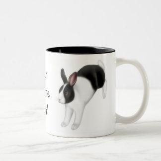 Bollo en la taza del conejo del funcionamiento