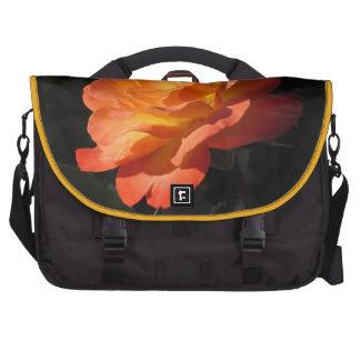 Bolso color de rosa amarillo y anaranjado del orde bolsas de portátil