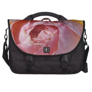 Bolso color de rosa rosado y anaranjado del bolsas de portátil