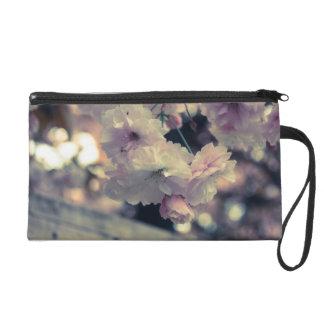 bolso de la flor rosada y blanca