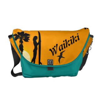 bolso de la playa de la persona que practica surf bolsa de mensajeria