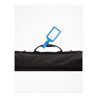 Bolso del equipaje con la etiqueta de identificaci tarjeton