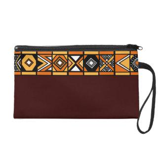 bolso marrón del modelo africano