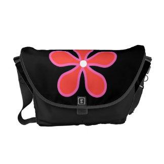 Bolso negro con la flor bolsas de mensajería
