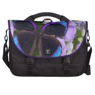 Bolso púrpura de la mariposa y del ordenador portá bolsas de ordenador
