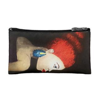 bolso rojo de la señora del pelo