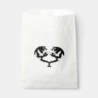 Bolsos blancos negros del favor de los gatos del