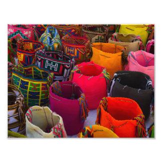 Bolsos de los mochilas de Wayuu para la venta en Fotografías