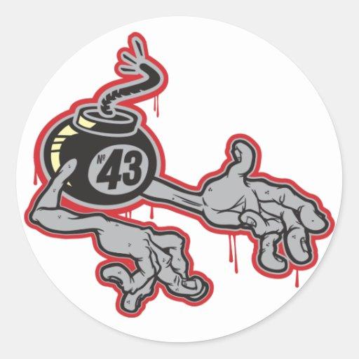 Bomba 43 con los brazos pegatina redonda