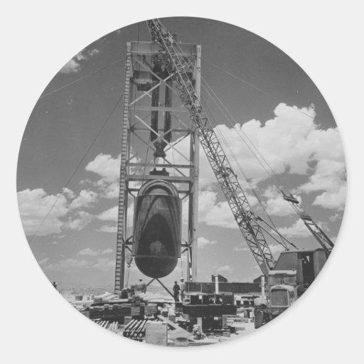 Bomba atómica enorme colocada para la prueba de la etiqueta redonda