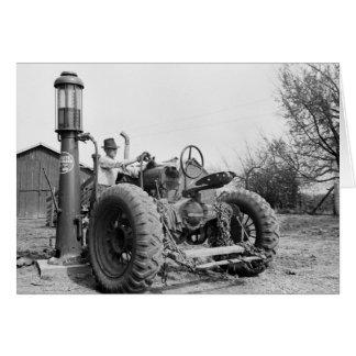Bomba de gas del vintage en la granja, los años 40 tarjeta de felicitación