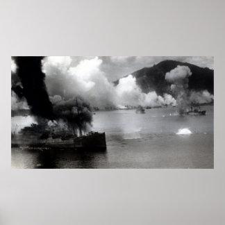 Bomba de WWII corrida en Rabual Posters