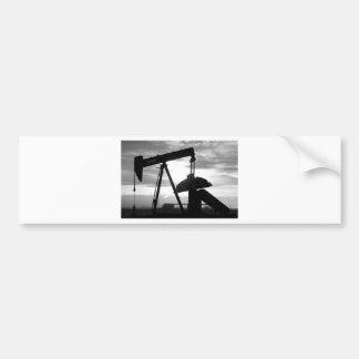 Bomba Jack del pozo de petróleo blanco y negro Etiqueta De Parachoque