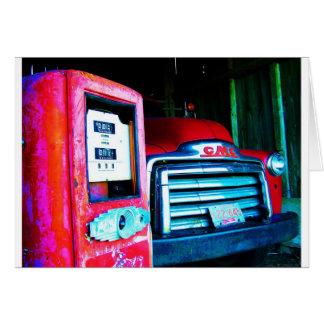 Bomba y GMC de gas vieja que cultivan el camión Tarjetas
