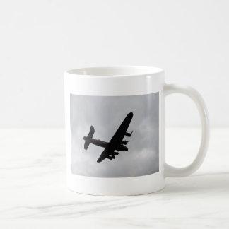 Bombardero de Lancaster de arriba Tazas