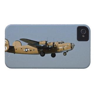 Bombardero de Lil B-24 del diamante, aterrizando e iPhone 4 Case-Mate Cobertura