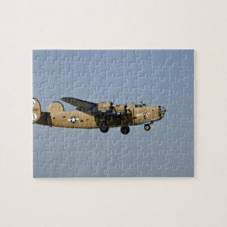 Bombardero de Lil B-24 del diamante, aterrizando e Puzzles Con Fotos