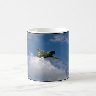 Bombardero japonés del torpedo de la reproducción, taza de café