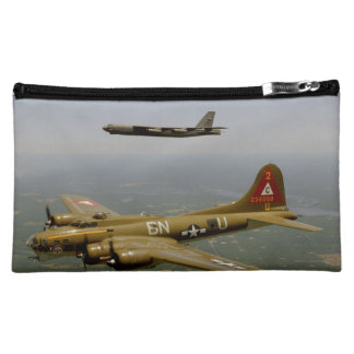 Bombarderos de B17G y de B52H en vuelo