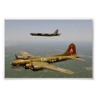 Bombarderos de B17G y de B52H en vuelo Cojinete