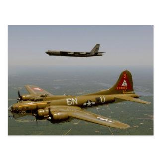 Bombarderos de B17G y de B52H en vuelo Postal